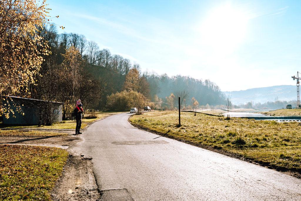 Droga prowadziła wzdłuż rzeki Mszanka - Mszana Dolna