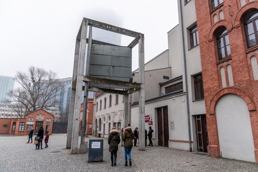 Wejście do Muzeum Powstania Warszawskiego