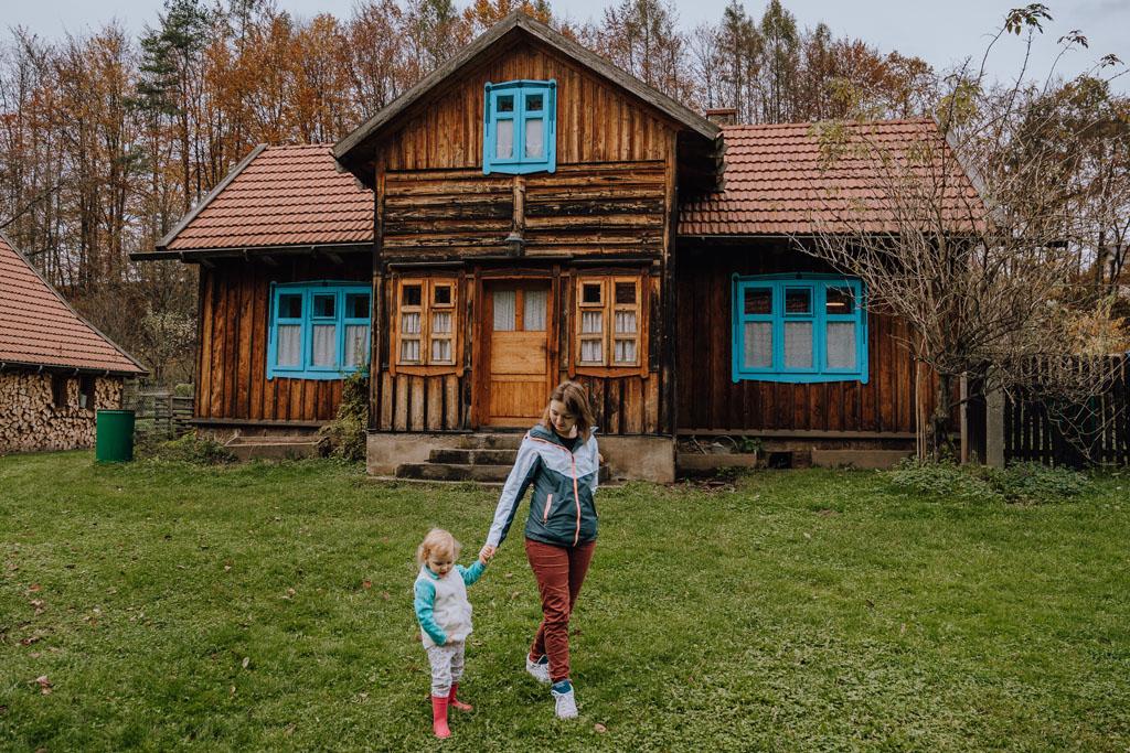 Osada Młyńska z dzieckiem w Roztoce Brzeziny