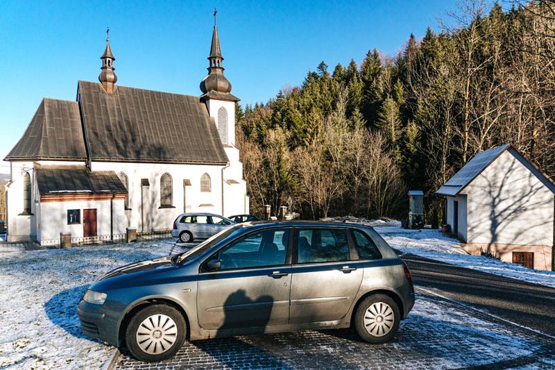 Parking przy kościele w Jaworznej