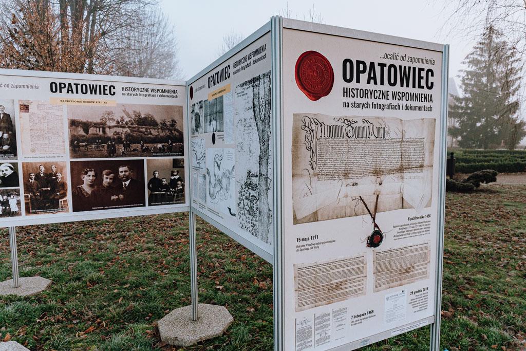 Tablice historyczne przy Rynku w Opatowcu