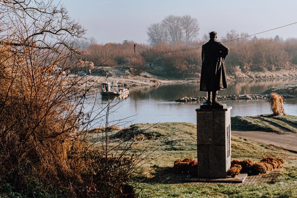 Pomnik Józefa Piłsudskiego nad Wisłą