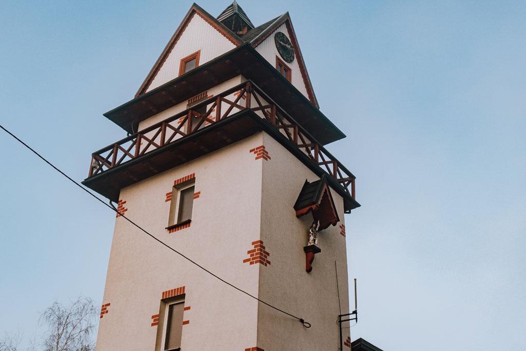 Wieża hejnałowo-zegarowa w Opatowcu