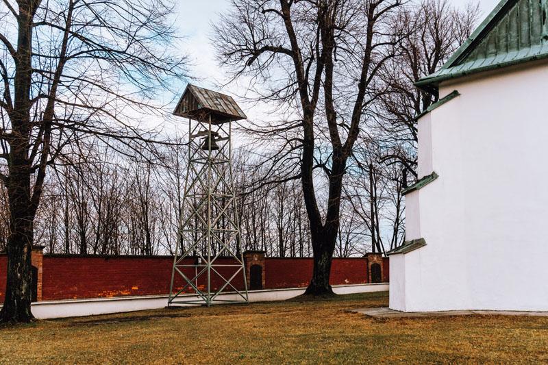 Dzwon przy kościele świętej Anny Jadowniki