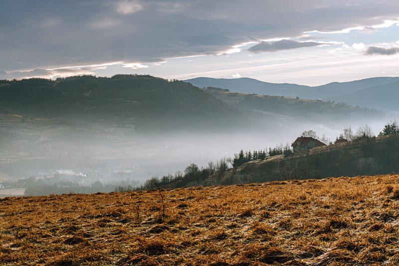 Gorce we mgle Adamczykowa