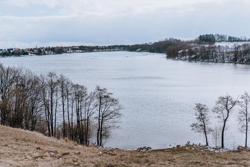 Widok na Jezioro Hańcza z punktu widokowego pod wieżą