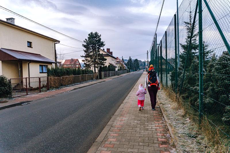 Początek szlaku z Mszany Dolnej na Adamczykowa