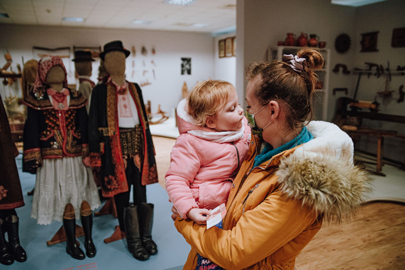Muzeum Lachów Sądeckich z dzieckiem