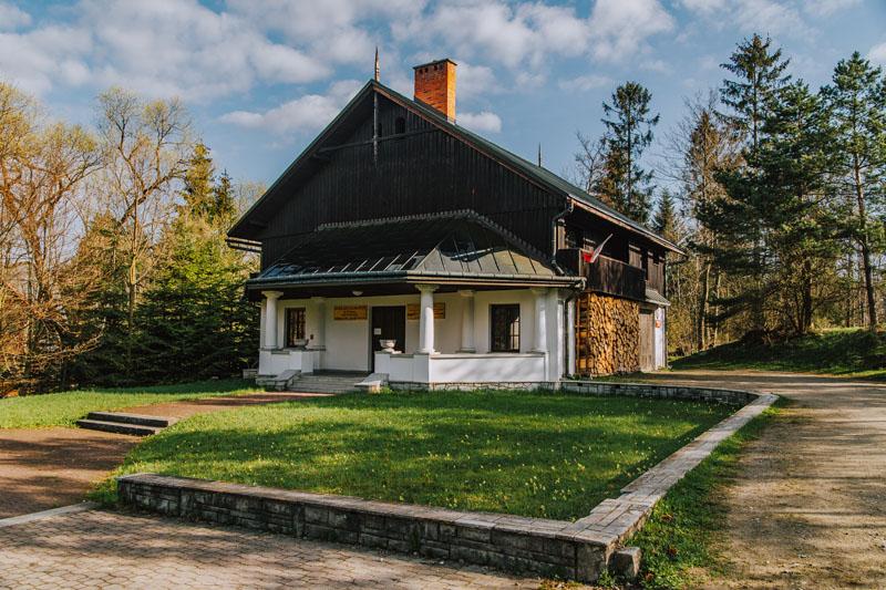 Pawilon wejściowy Pienińskiego Parku Narodowego w Czorsztyni