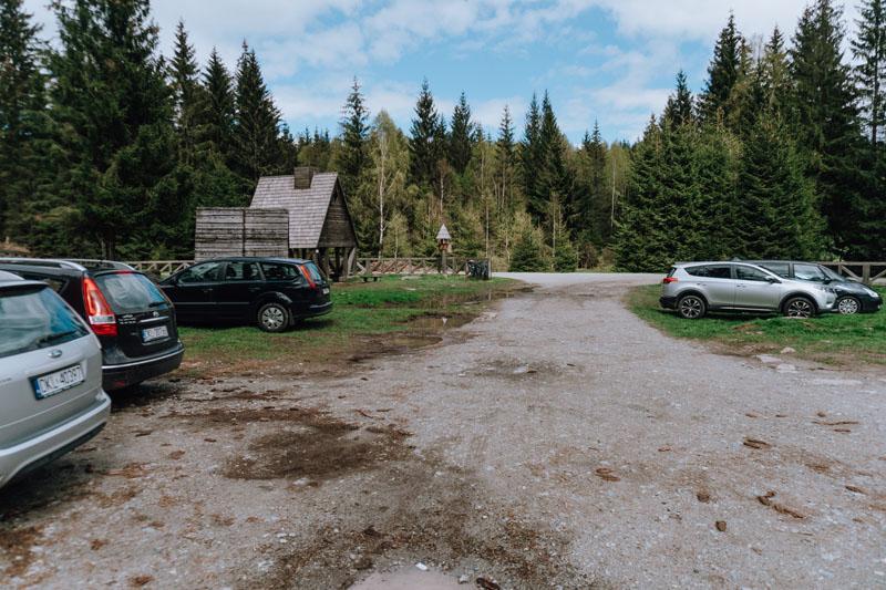 Parking Batorówek niedaleko Skalnych Grzybów