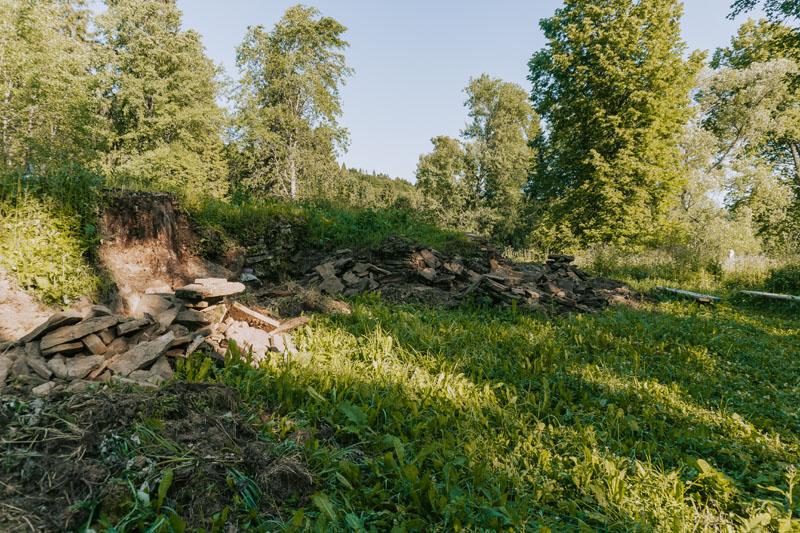 Czysty Wierch 831 m n.p.m. oraz pozostałości dworu Stroińskich w Siankach