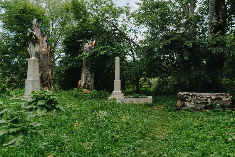 Cmentarze w Dźwiniaczu Górnym