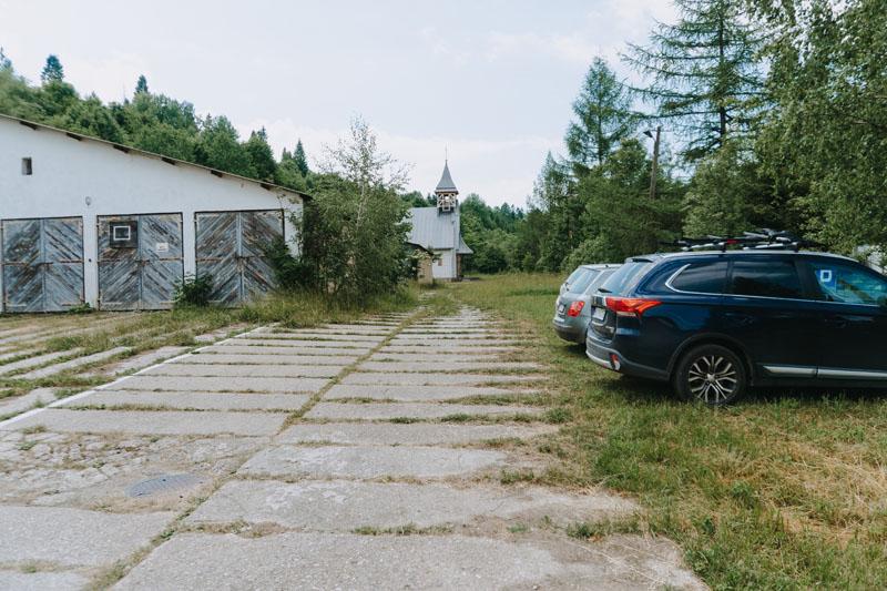 Parking przy Bazie nad Roztokami i wstęp do Bieszczadzkiego Parku Narodowego