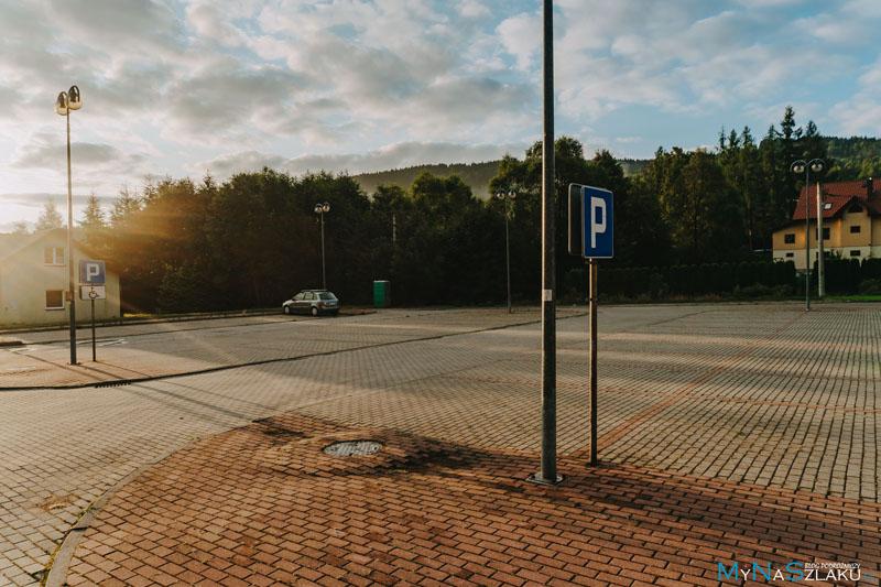 Bezpłatny parking w Zawoi Centrum przy cmentarzu parafialnym