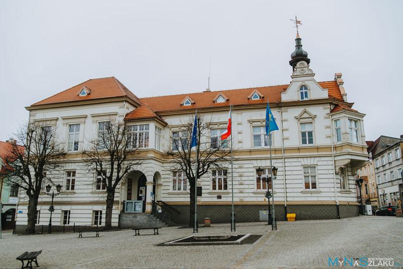 Plac Wolności (Rynek) i Ratusz