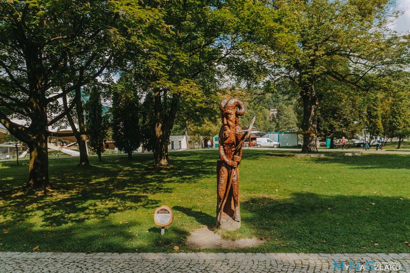 Aleja Podań i Legend w Parku Kopczyńskiego